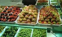 Juicy olives in the Mercado